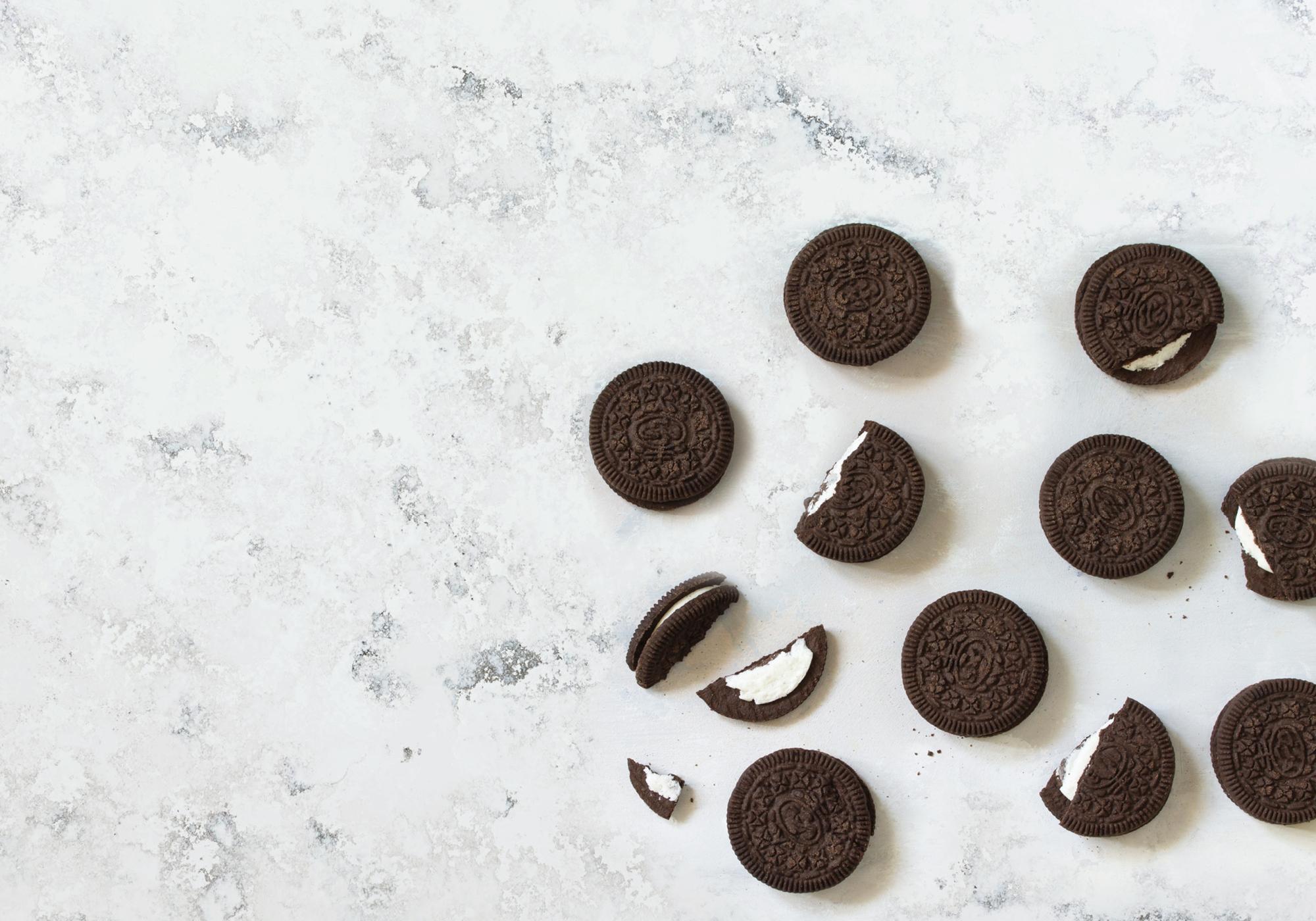 Arenastone Bianco Fiorito – prop shot – cookies